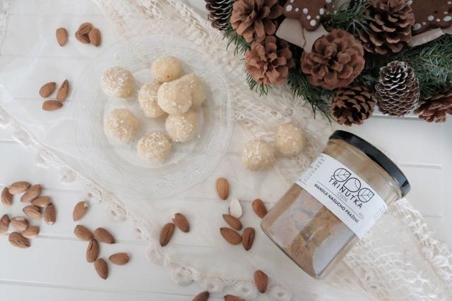 Kokosové kuličky s mandlovým máslem