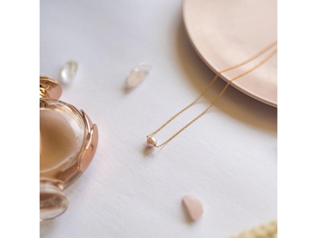 Růřová perla na řetízku z pozlaceného stříbra