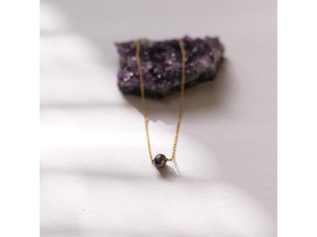 Černá perla na řetízku z pozlaceného stříbra