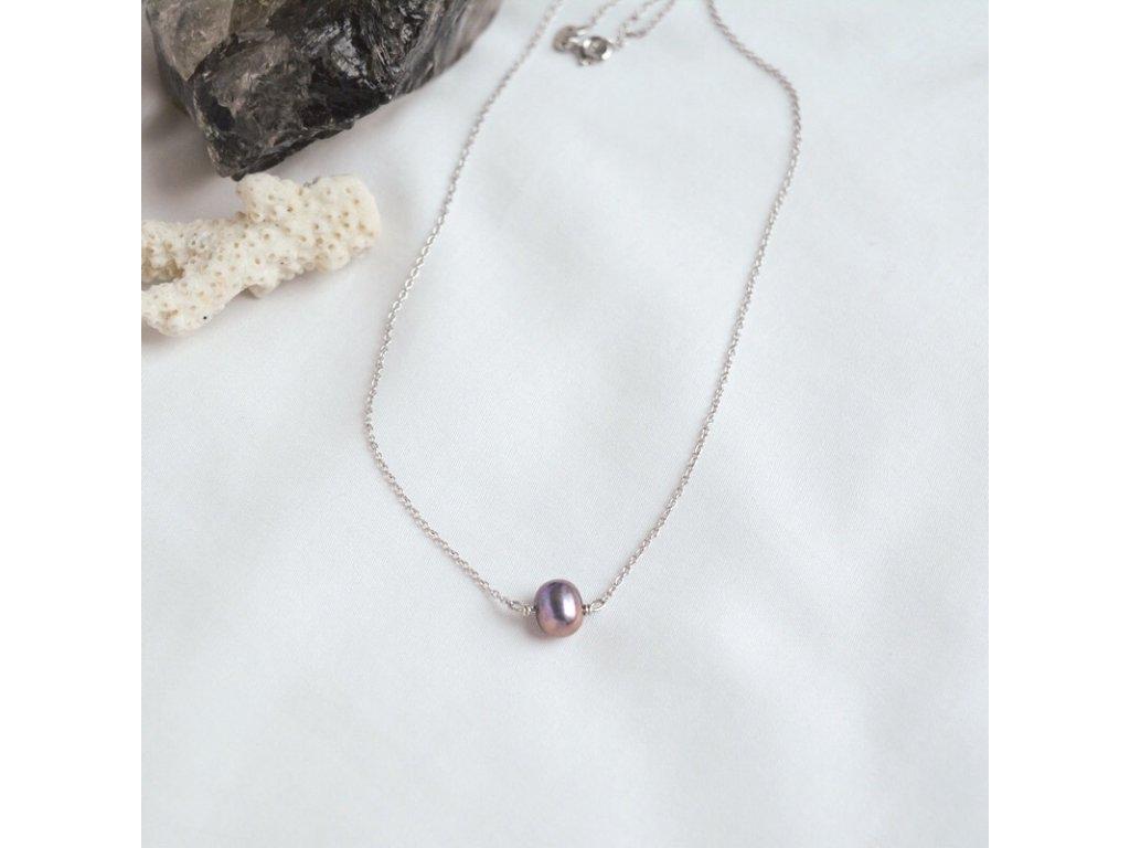 Stříbrný řetízek s tmavou perlou