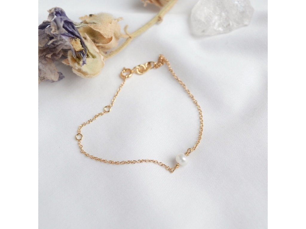 Minimalistický zlatý náramek s perlou