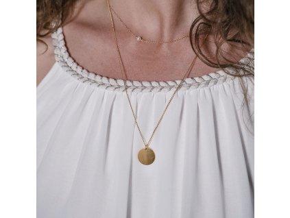 Zlatý amulet na řetízku kolečko