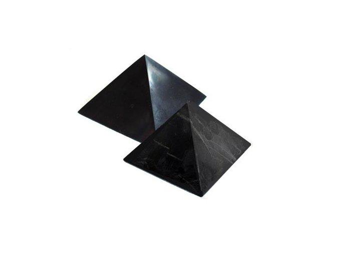 Pyramida šungitová 9 cm Leštěná