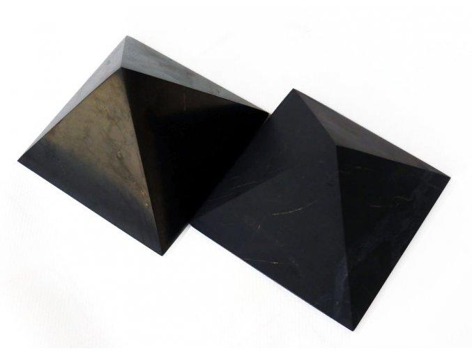 Pyramida ze šungitu 5 cm NEleštěná