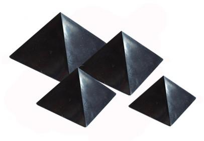 Karélie Pyramida šungitová 6 cm Leštěná