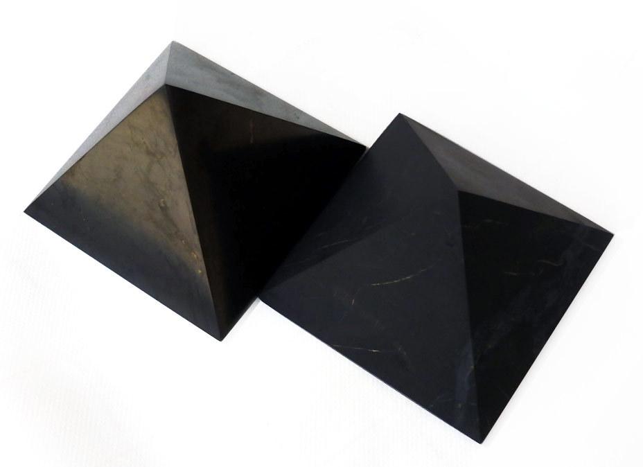 Karélie Pyramida šungitová 5 cm NEleštěná