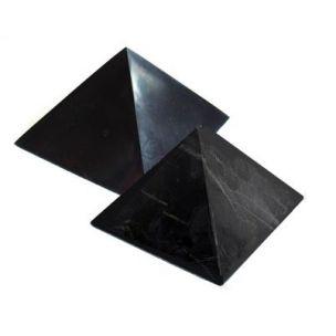 Karélie Pyramida šungitová 4 cm Leštěná