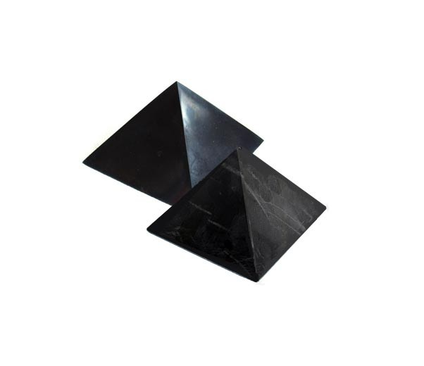 Karélie Pyramida šungitová 3 cm Leštěná