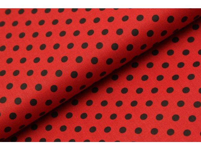 černý puntík na červené