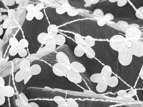 Tyl jemný vyšívaný s květy