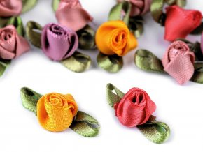 Saténová růže / poupě s lístky