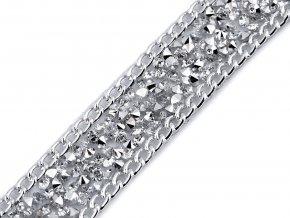 Prýmek s kamínky a řetízkem šíře 19 mm nažehlovací