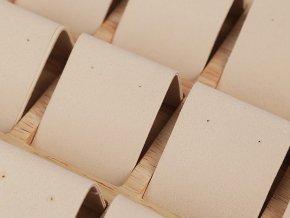 Dřevěné plato se semišem na vystavení 12 párů náušnic 19x20,5 cm