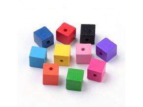 Dřevěné korálky barvené - kostka 15x15mm (10ks)