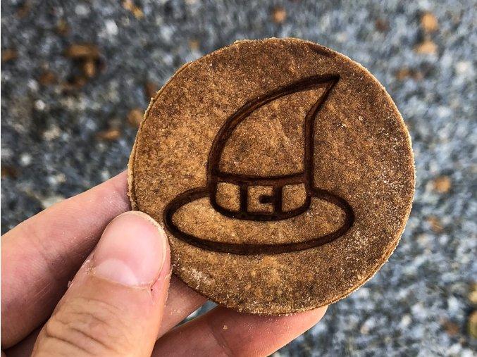 čar klobouk razítko