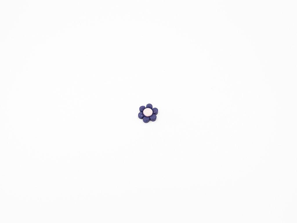 Aplikace plast květ modrý (průměr 1.5 x v0.5cm) 5Kč