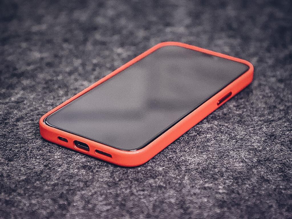 Kompatibilita 3D tvrzeného skla na iPhone s originálními kryty od Applu