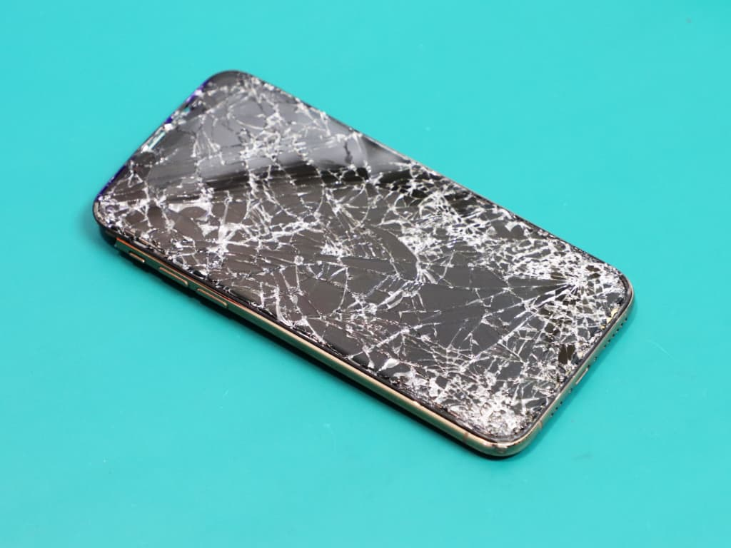VAROVÁNÍ: Informační hláška - Výměna displeje u iPhonu 11 a novějších