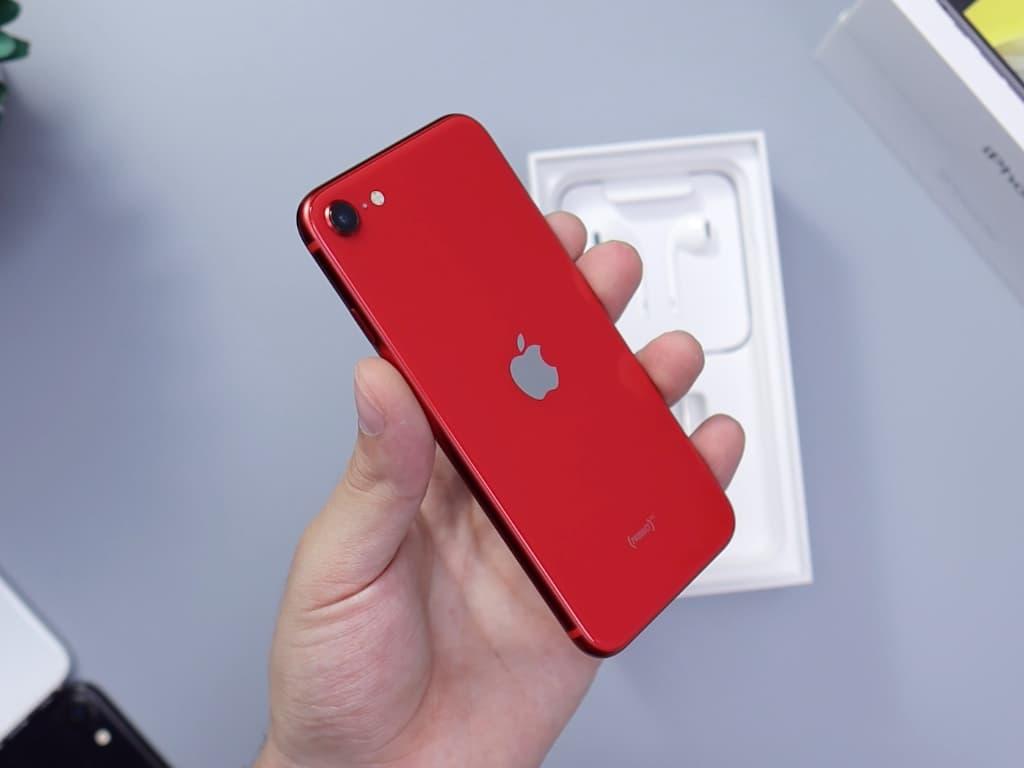Vyplatí se pořídit si nový iPhone SE 2020?