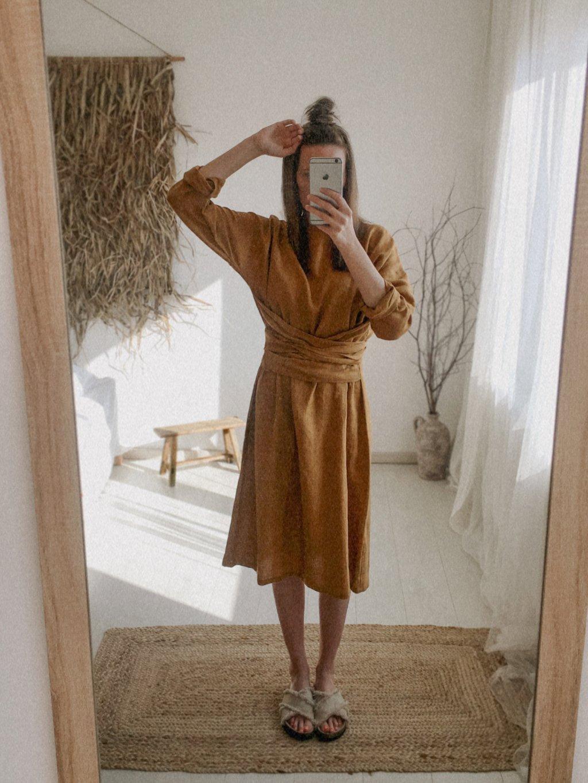 Ľanové MIDI šaty Noor s dlhým rukávom - karamelové