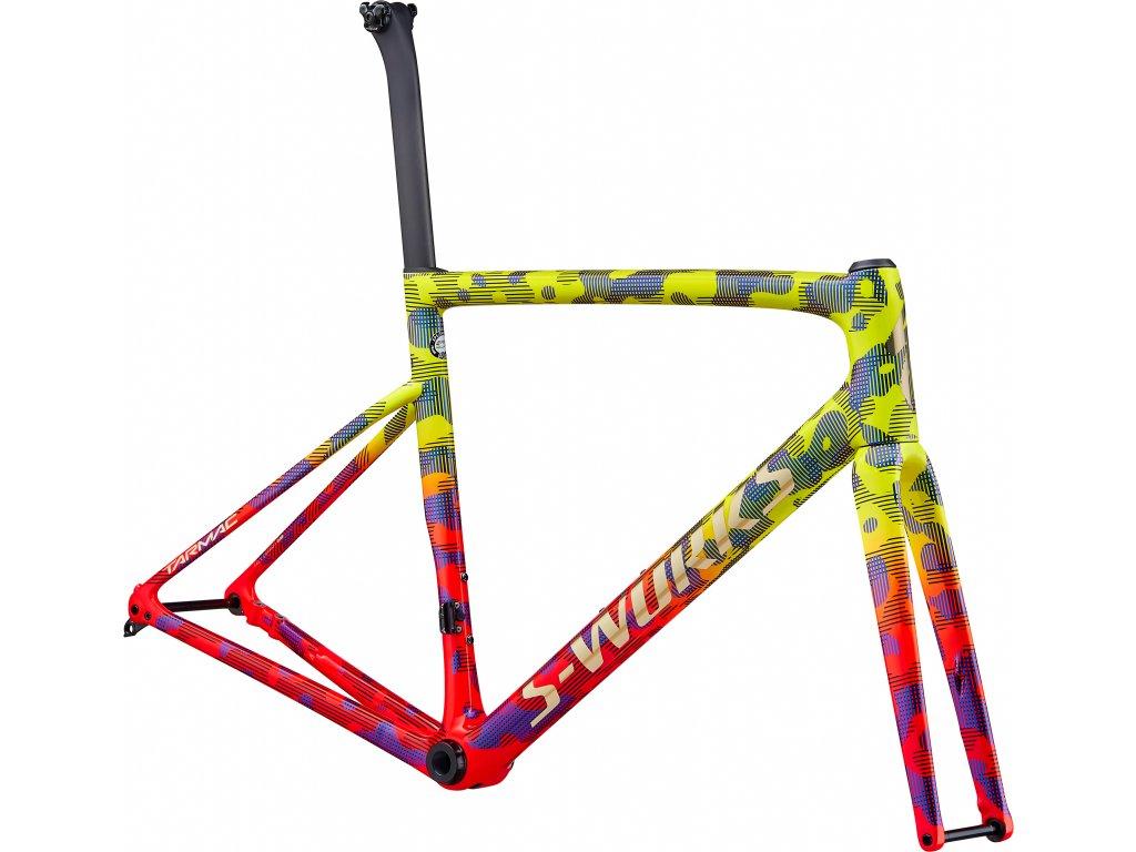 barva Gloss Team Yellow/Rocket Red/Tarmac Black/Chameleon/Gold Foil