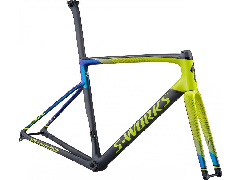 barva Gloss Hyper/Oil Chameleon/Tarmac Black/Carbon