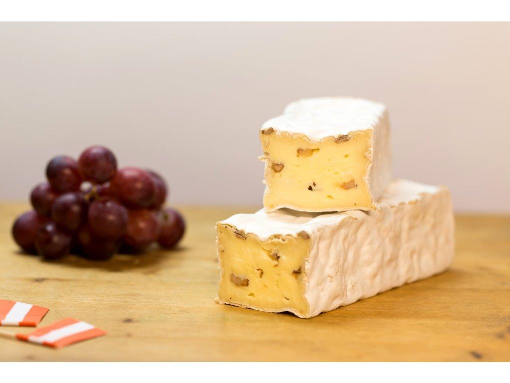 Brie mit Walnuss