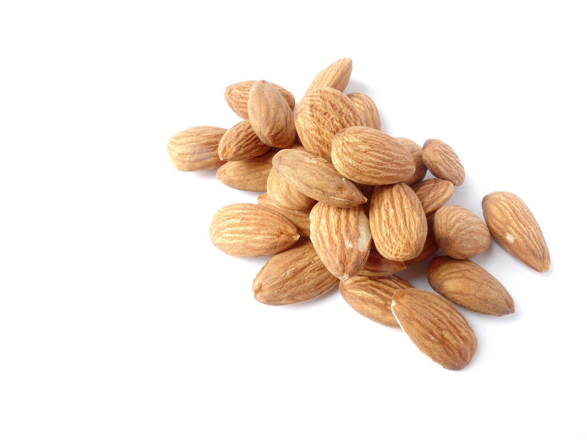 almonds-1567358_1920