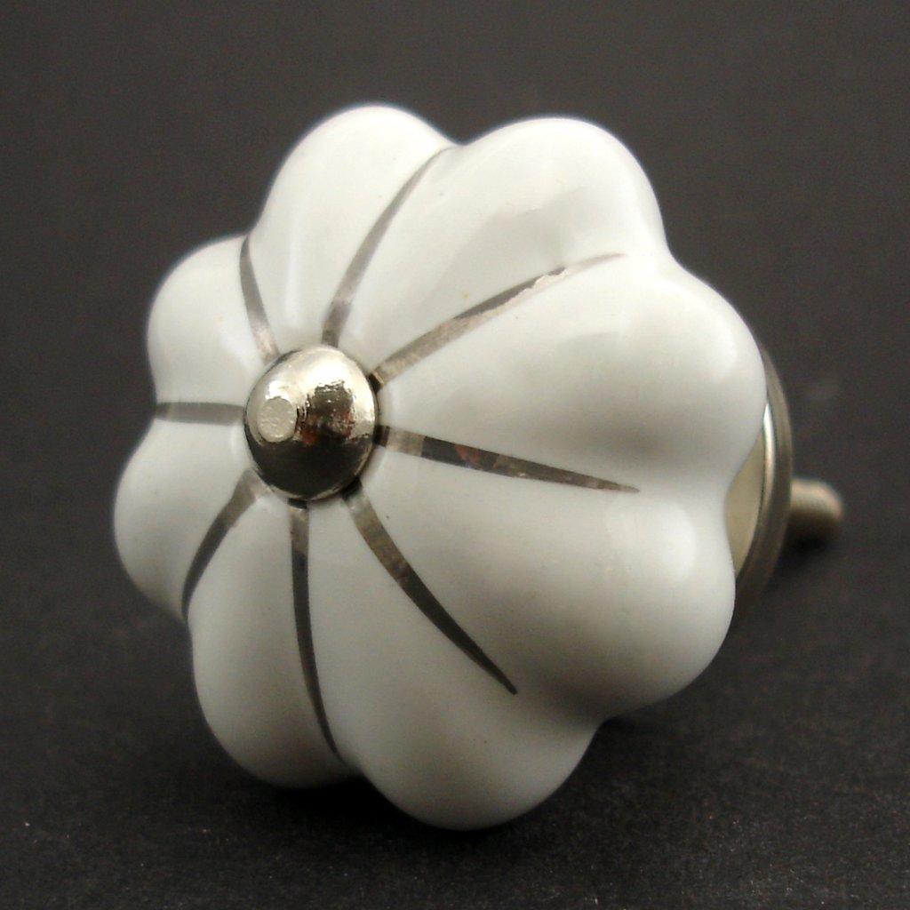 Keramická úchytka-Bílý květ se stříbrnou linkou