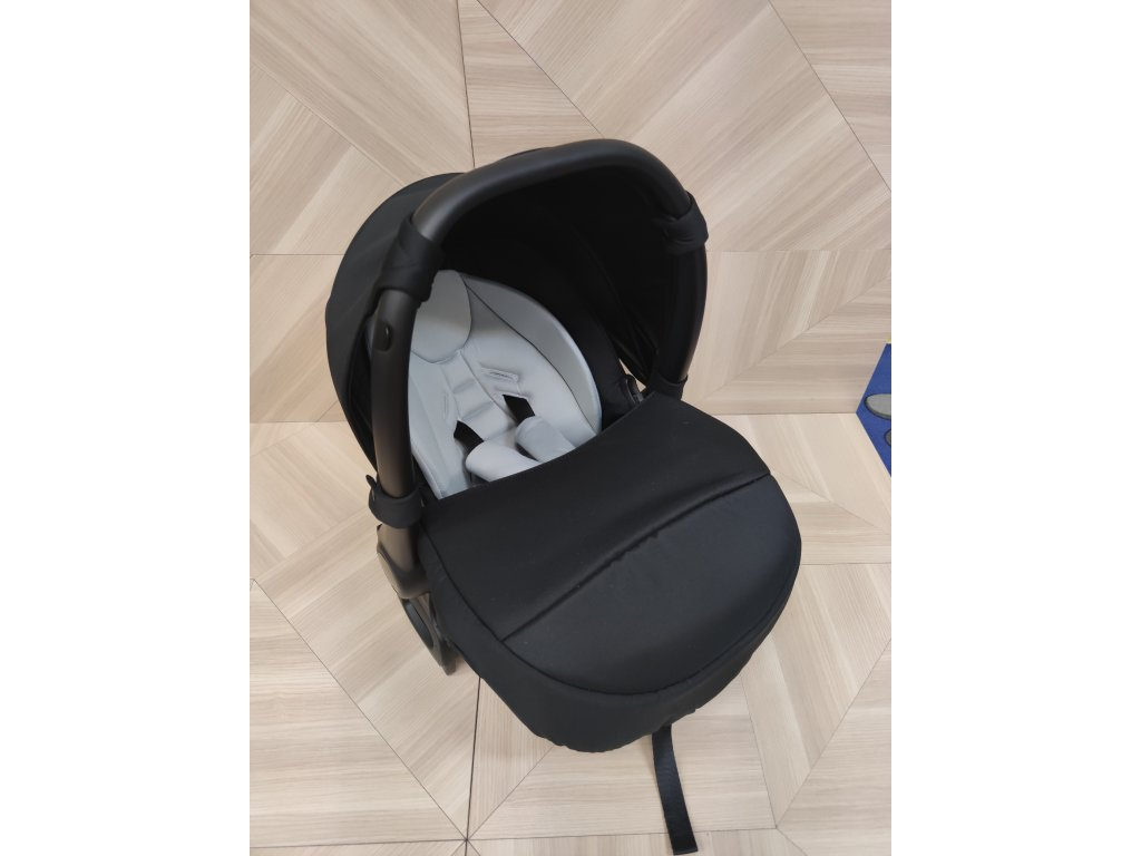 Baby shield cerna