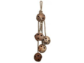 Závěsná hračka kokosové ořechy děrované na provazu 80cm
