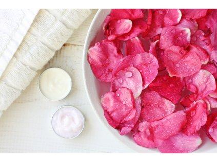 Kvetová ružová voda hydrolát