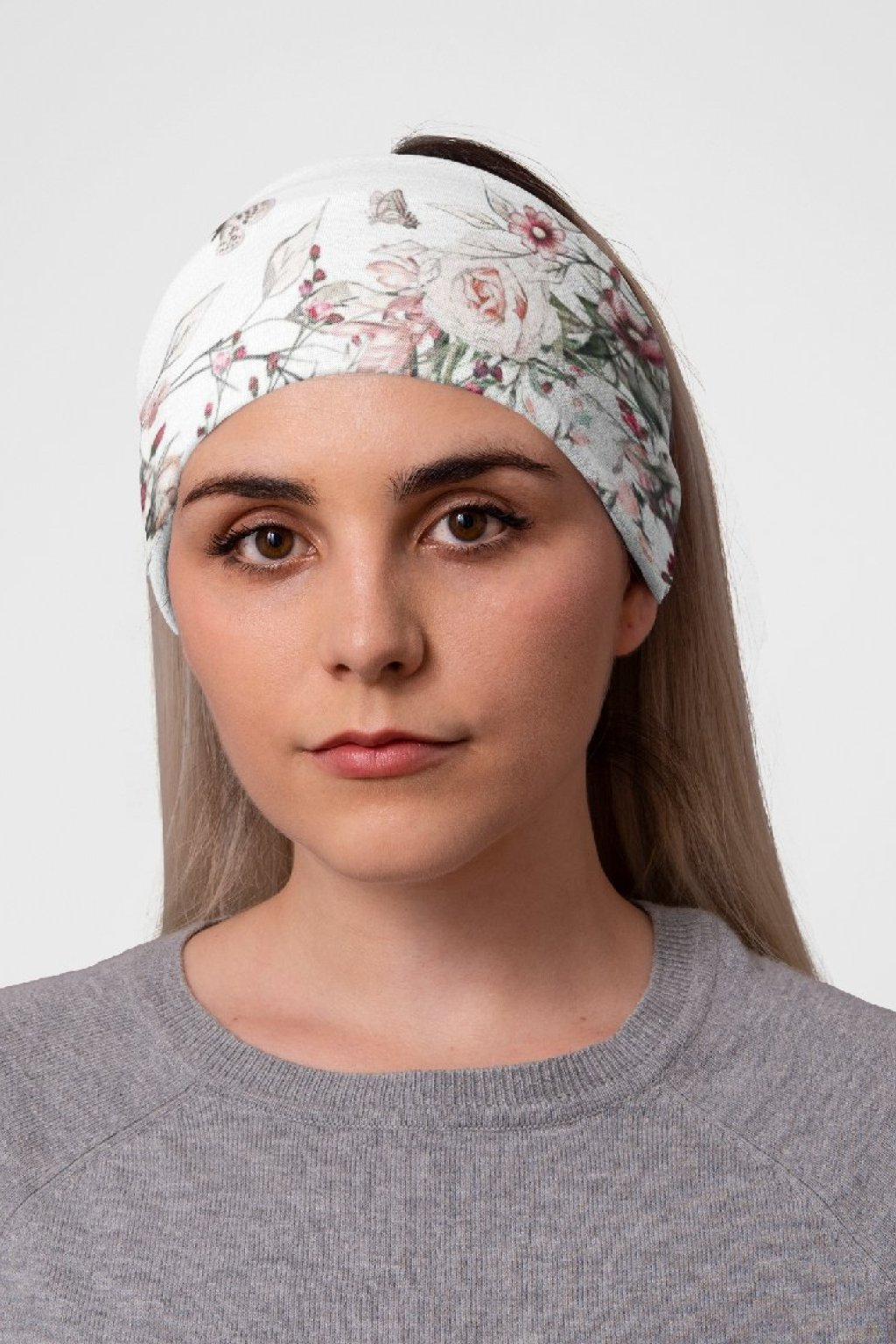 mockup of a woman at a studio with a tubular bandana on her head 36078 (9)