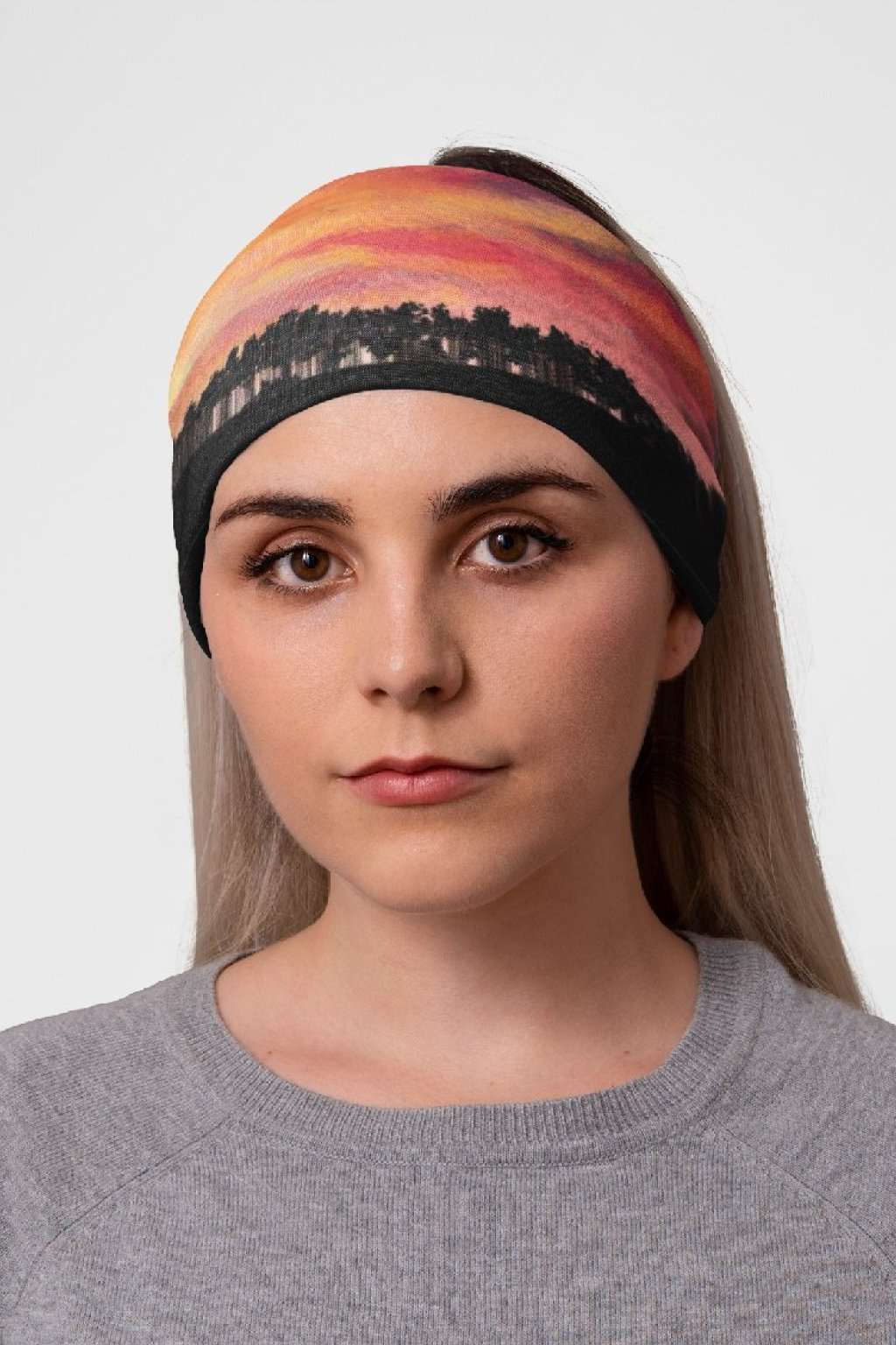 mockup of a woman at a studio with a tubular bandana on her head 36078 (7)