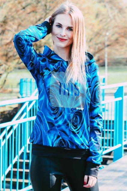 Blondýna v mikině Blue Rozes Utopy