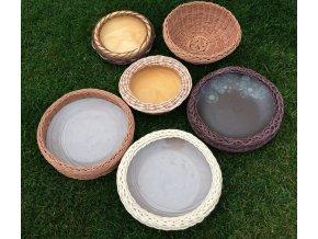 šesica košíkov s keramikou a drevom