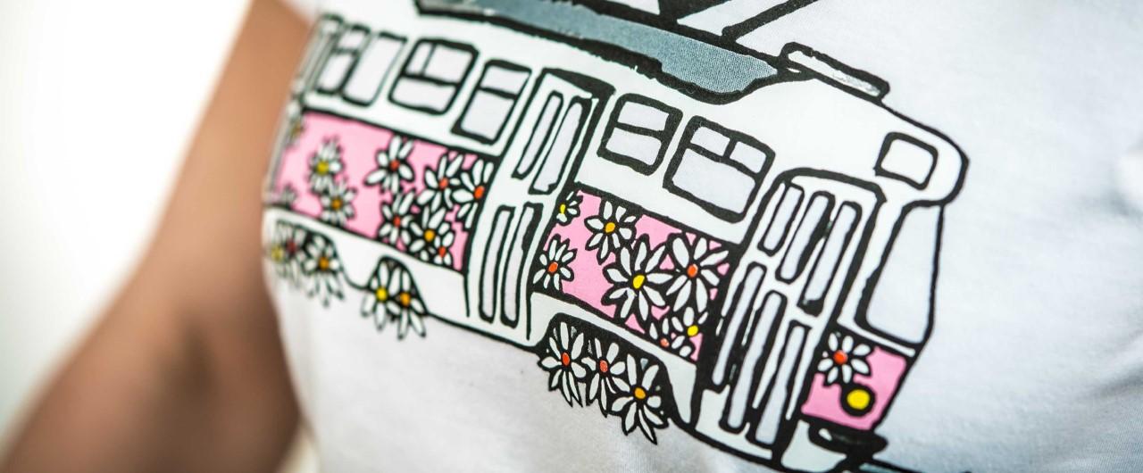 Doprodej dámských triček s kopretinovou tramvají!