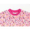 Dětské růžové triko s kytičkami detail krku