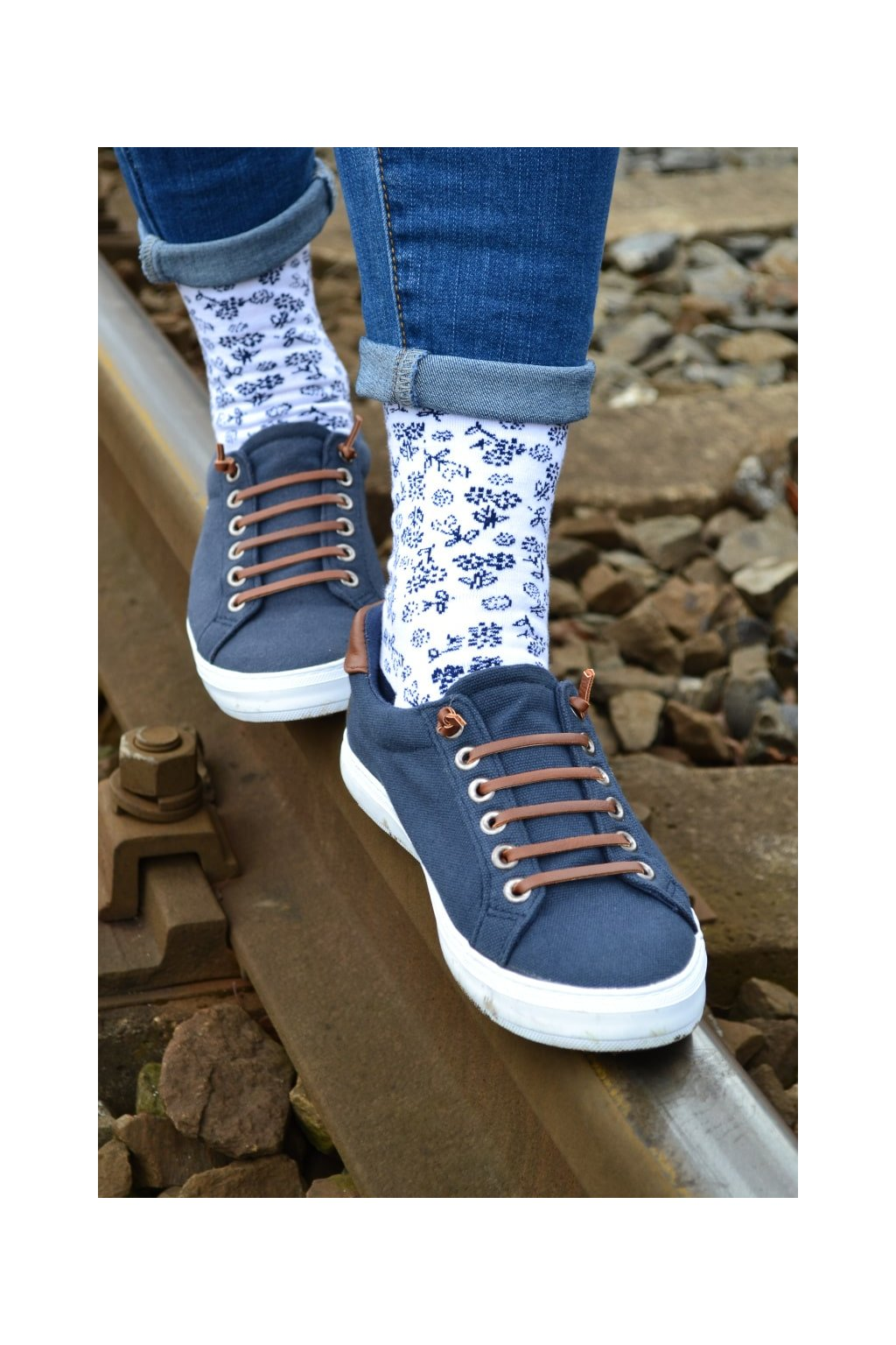 Modré ponožky se vzorem