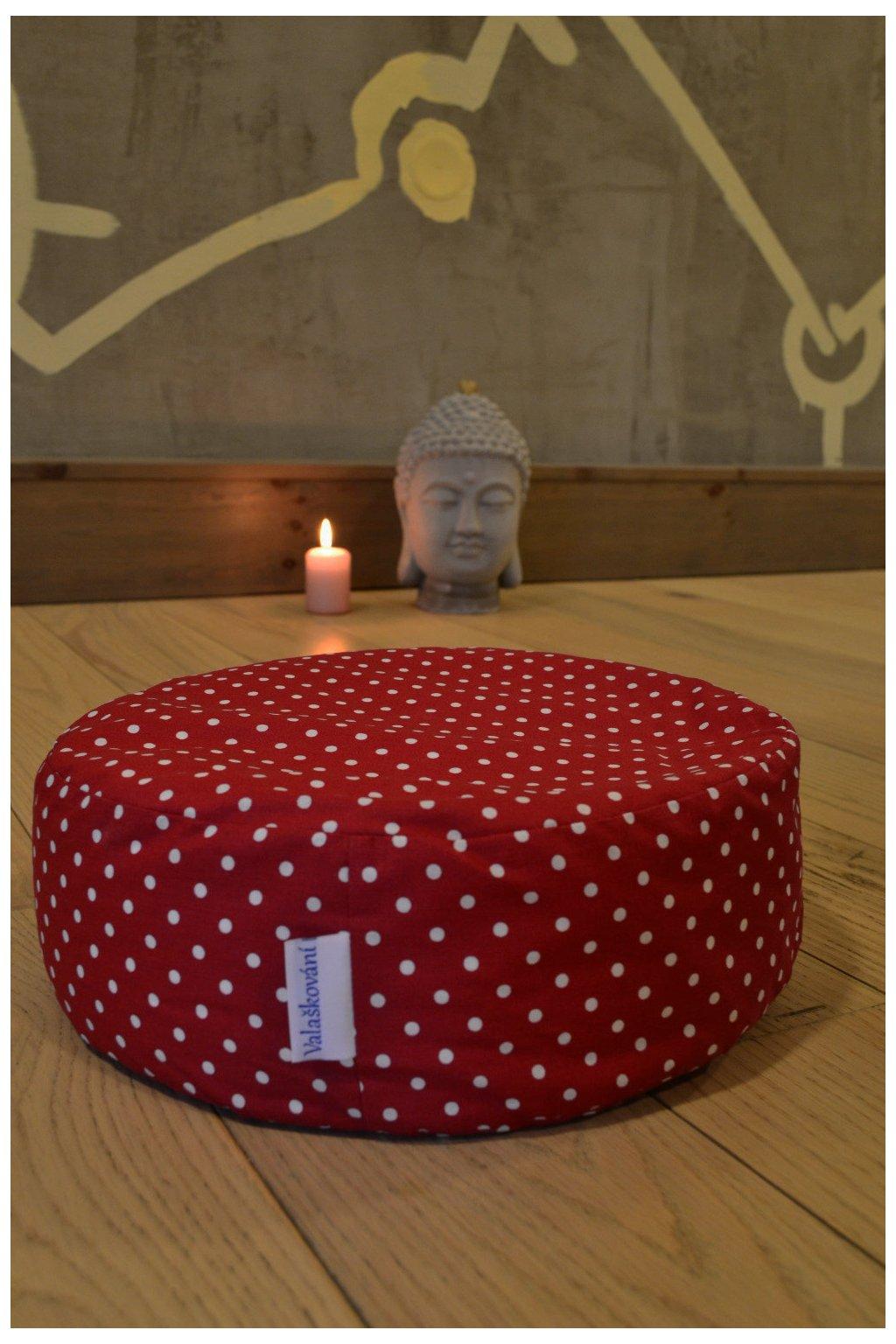 Pohankový meditační polštář Puntíky - červená