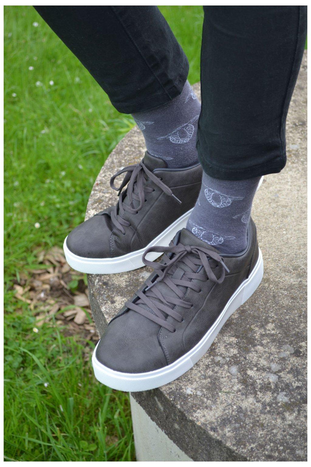 Šedé ponožky s ovečkama