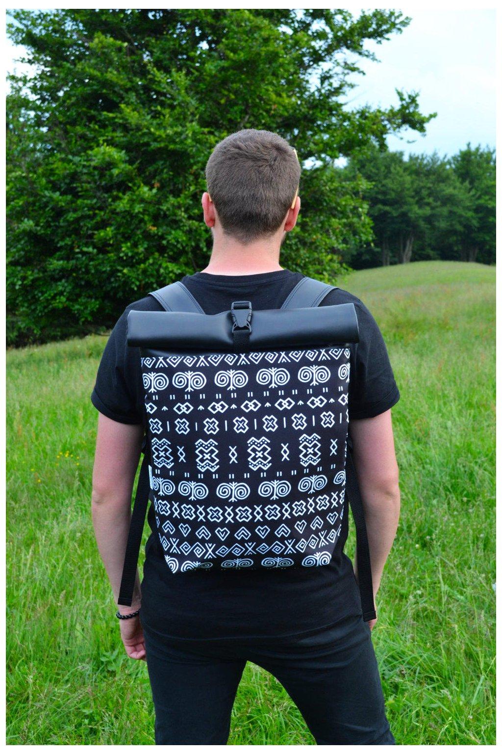 Rolovací batoh černý