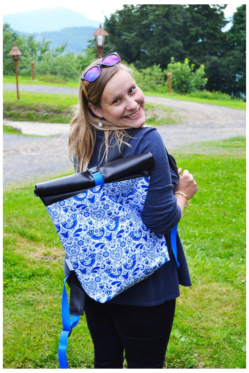 Roll Up batoh Folklórní ptáčci - modrá
