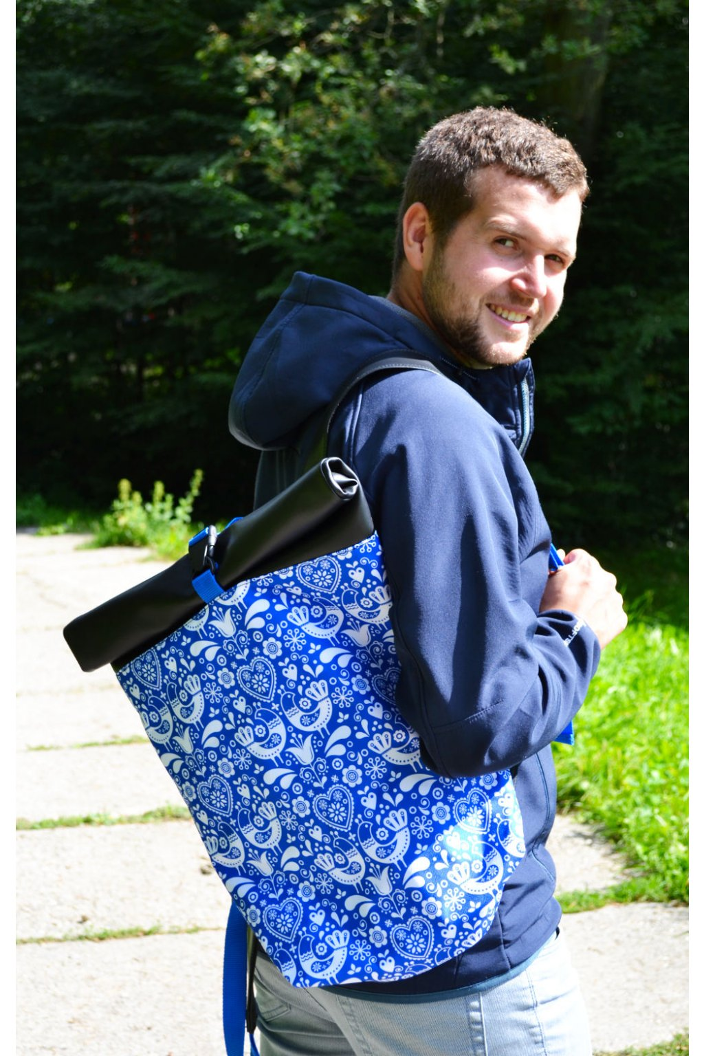 Folklorní rolovací batoh