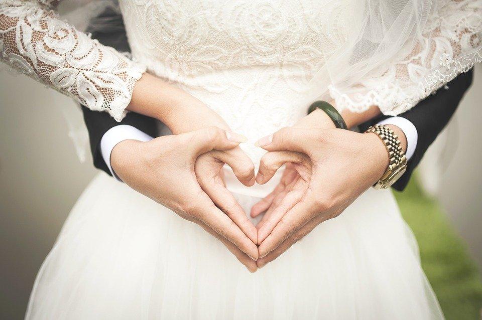 Podvazek je důležitou součástí každých svatebních šatů