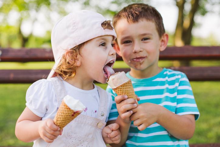 Děti se zmrzlinou