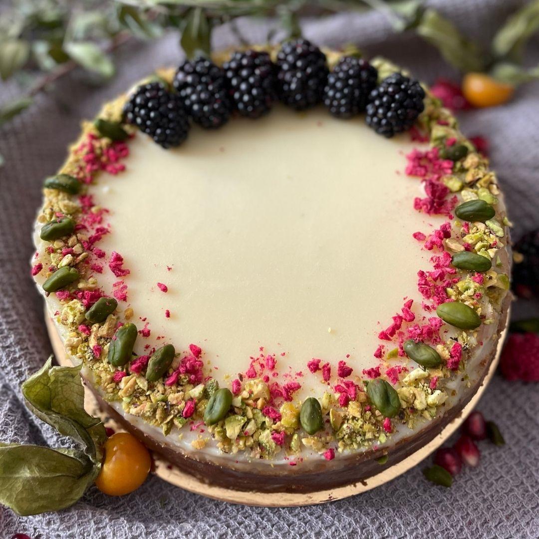 Pistáciový cheesecake s vanilkou a ganache z bílé čokolády