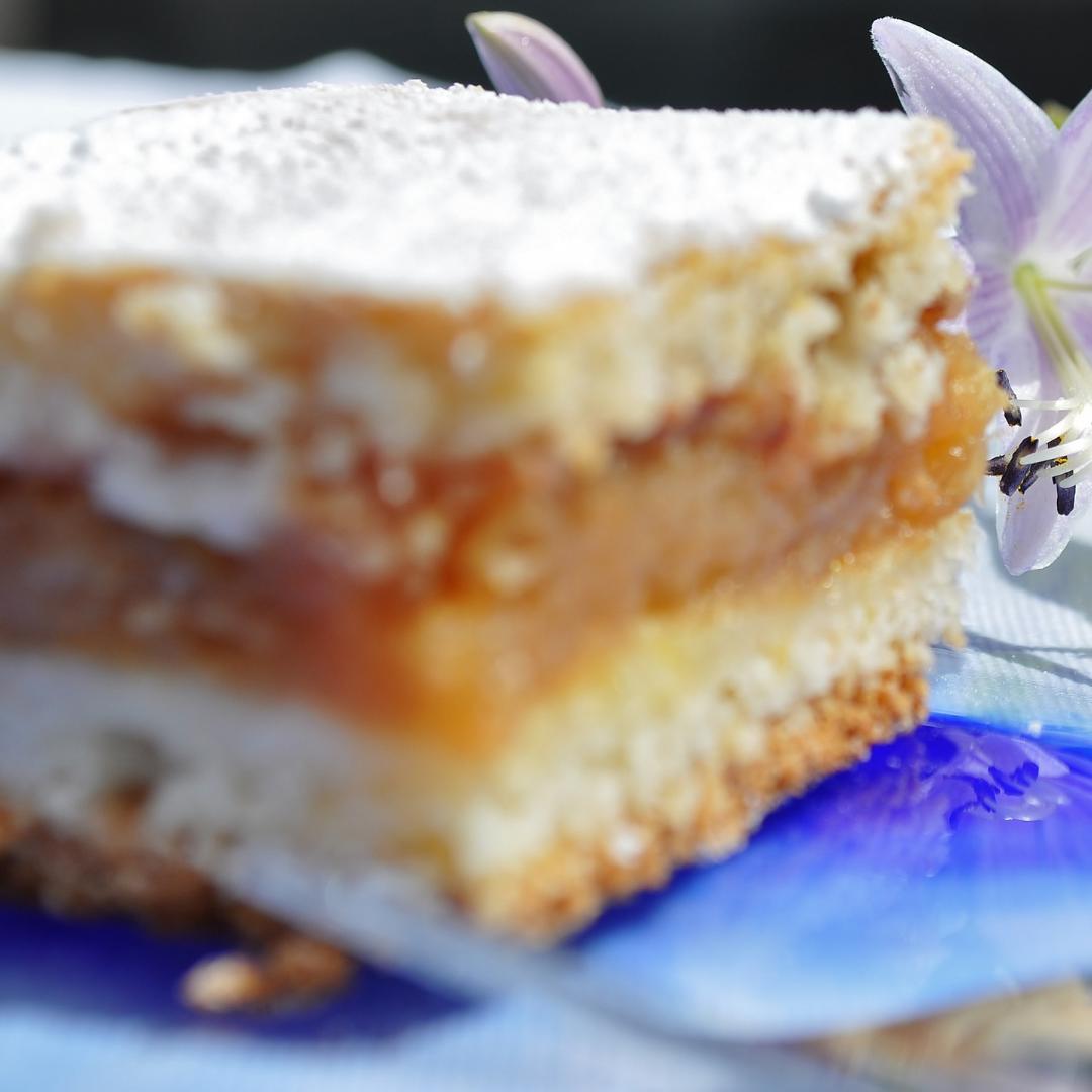 Voňavý jablečný koláč s vanilkou a skořicí