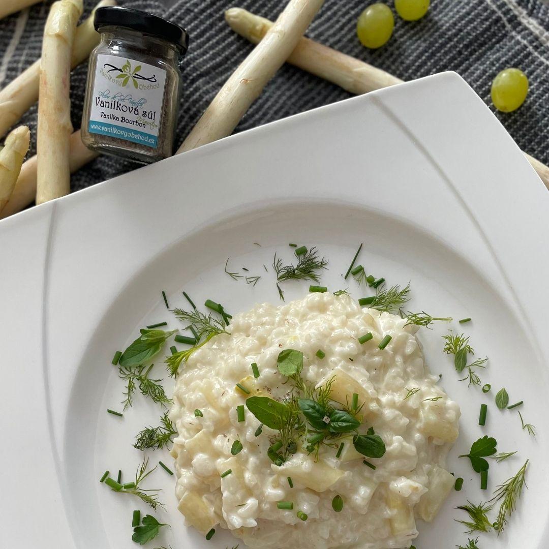 Chřestové rizoto s parmezánem a vanilkovou solí