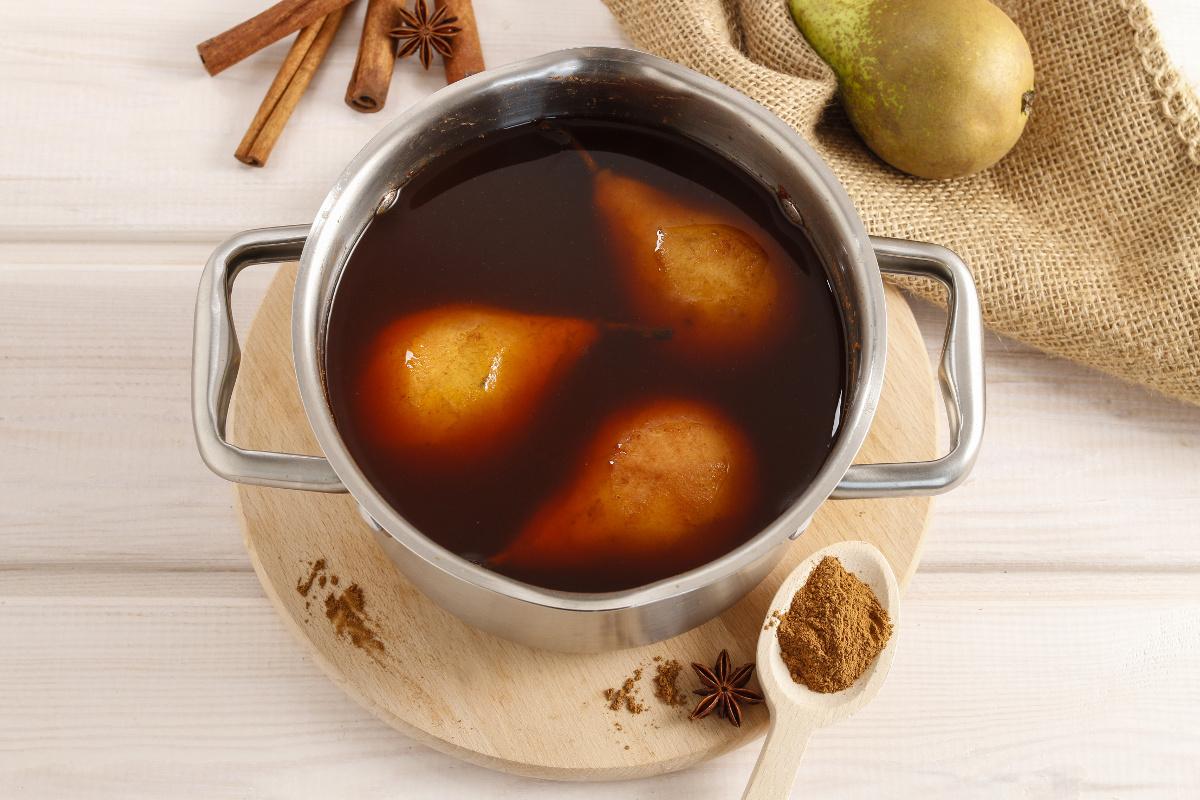 Vanilkové pečené hrušky s javorovým sirupem